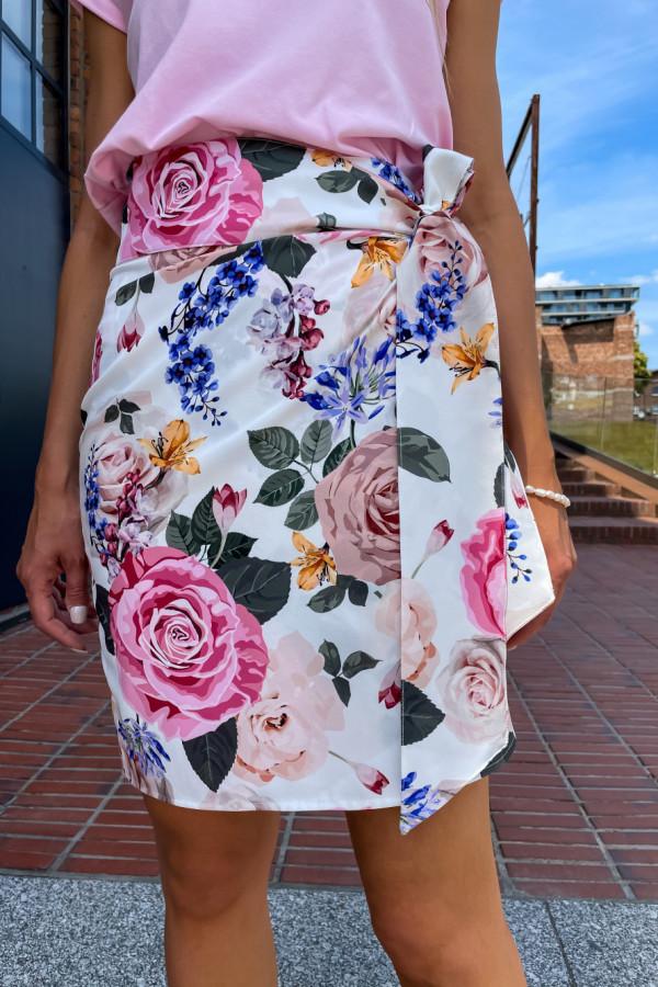 Spódniczka Abbi wiązana na boku śmietankowa w pastelowe kwiaty 6