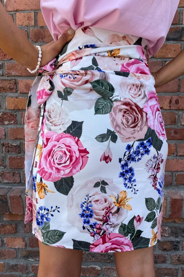 Spódniczka Abbi wiązana na boku śmietankowa w pastelowe kwiaty 8